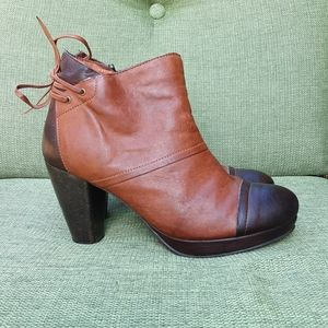 Brako brown and cognac leather ankle boot.